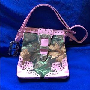 Ladies Oak Tree pink & camouflage purse NWT